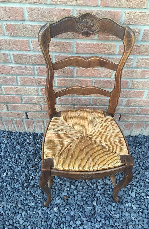 rempailleur de chaises awesome photo hd mariethrse grard est spcialise dans le cannage et le. Black Bedroom Furniture Sets. Home Design Ideas
